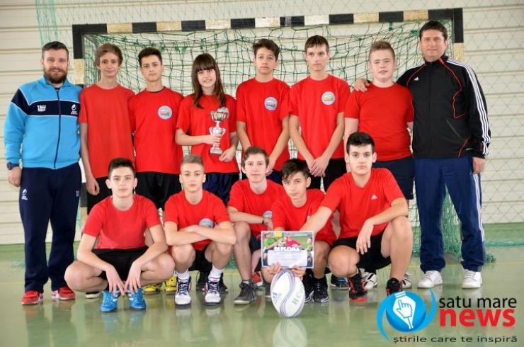 """Școala """"Grigore Moisil"""" a adus prima cupă la rugby în Satu Mare"""