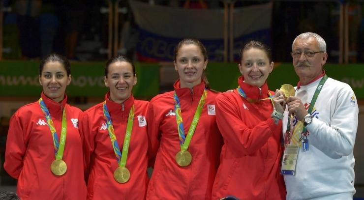 Performanță. Sătmăreanca Simona Pop a câștigat medalia de aur în proba de spadă feminin echipe la Rio 2016