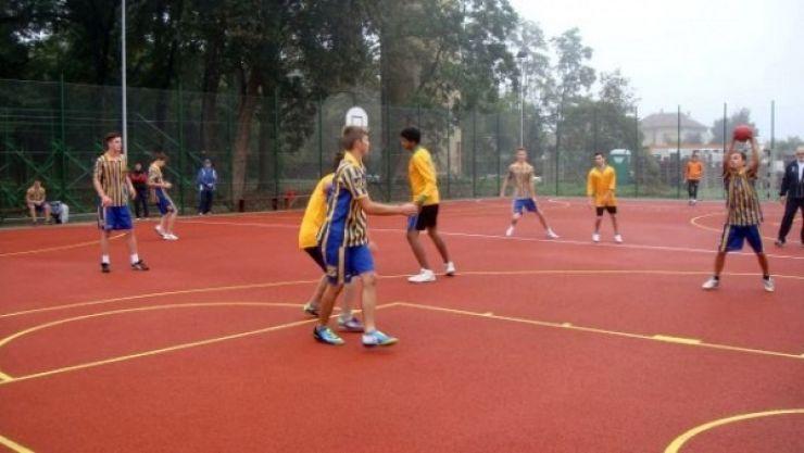 Cursuri de inițiere în handbal pentru baieți și fete, la Carei