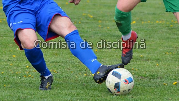 Fotbal județean | Neprezentări, injurii la adresa arbitrului şi comportament nesportiv