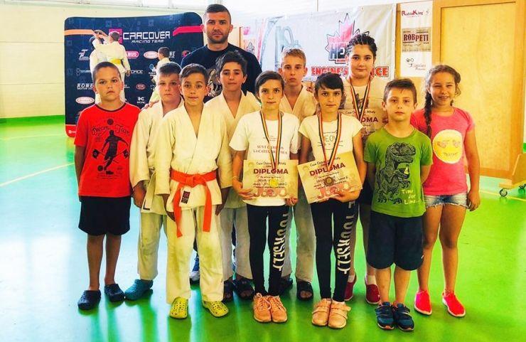 "Judoka de la CSM Satu Mare au câștigat șase medalii la Memorialul ""Debreceni Mihaly"""