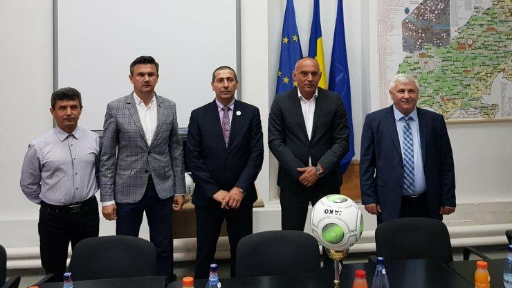 Inițiativă | Inspectoratul Școlar și AJF Satu Mare, parteneriat pentru sprijinirea fotbalului juvenil sătmărean