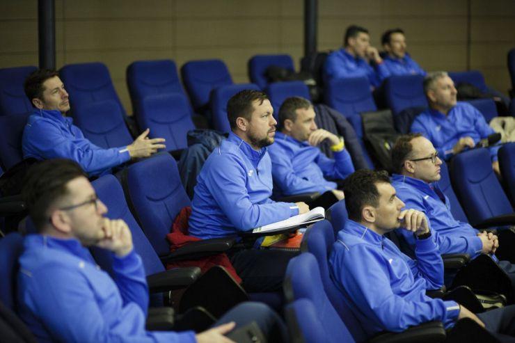 Dacian Nastai și Florin Fabian participă mâine la ceremonia de absolvire a cursanților la Licența UEFA PRO