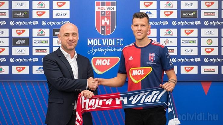 Transfer | Adrian Rus a fost prezentat oficial de noua sa echipă